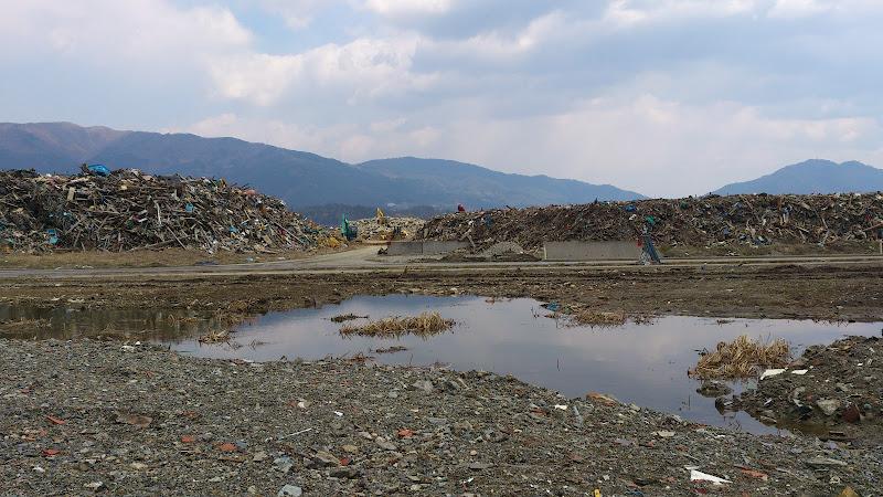 瓦礫の山.jpg